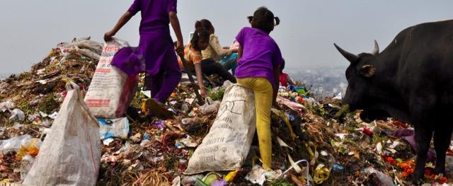 Muellsammler in Delhi